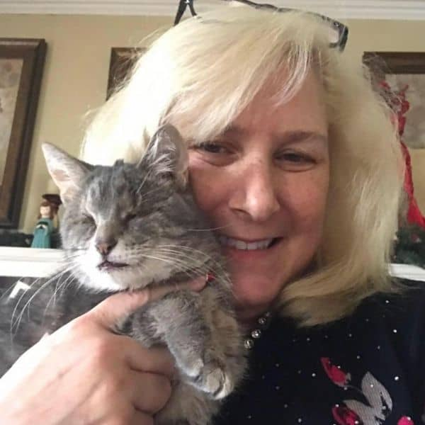 mom and cat